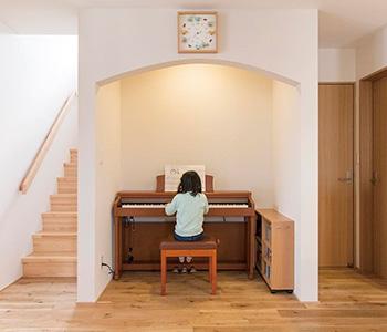 Глубокая ниша из гипсокартона для пианино