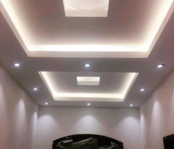 Подсветка потолка в прихожей